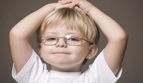 我国7成少年近视发病日趋低龄化 眼保健操:这个锅我不背
